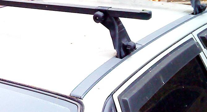 Автомобильный багажник атлант на гладкую крышу представляет собой две дуги-поперечины, которые крепятся на крышу
