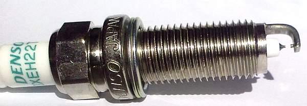 Свеча зажигания DENSO IXEH22TT - изображение 1